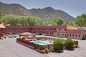 Photo of Glenwood Springs Cedar Lodge