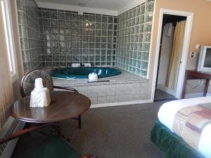 Suite with Spa Bath - Non-Smoking