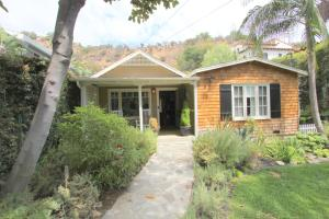 Photo of Newly Decorated Beachwood Canyon 2 Bedroom Hideaway