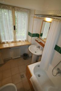 B&B Villa Dolomites Hut, Bed & Breakfasts  St. Vigil - big - 17