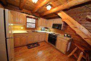 Hideaway One-Bedroom Cottage with Spa Bath – Forest View