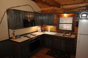 Cherokee One-Bedroom Cottage with Spa Bath – Forest View