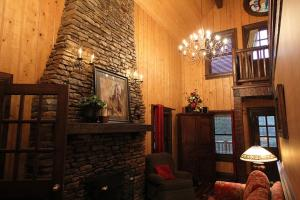 The Barn Two-Bedroom Cottage with Hot Tub – Forest View