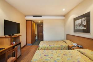Superior Twin Room with Street View