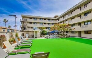 Photo of Amsi Pacific Beach Two Bedroom Condo (Amsi Sds.Op 208)