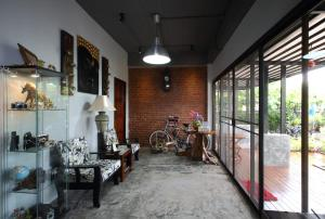 Bed and Breakfast Mon Lodge & Yoga Donmueang, Bangkok