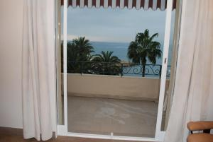 One Bedroom Cannes 002