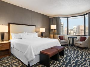 Grand Deluxe King Room – City or Bay View