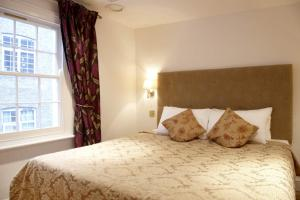 4 Bedroom Westminster Apartment in London, Greater London, England