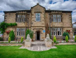 Best Western Rogerthorpe Manor Hotel in Pontefract, West Yorkshire, England
