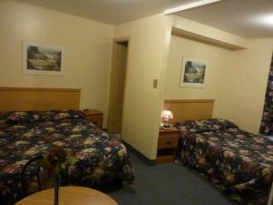 Double Room with Two Double Beds - Semi Basement