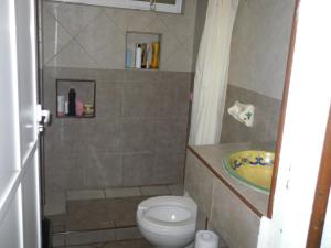 Budget Single Room with Shared Bathroom