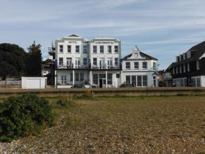 9 Beach Walk, Whitstable, Kent CT5 2BP.