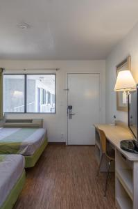 Double Room with Roll-In Shower - Disability Access