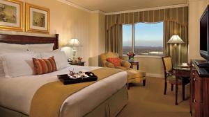 Deluxe King Room with Waterpark Passes