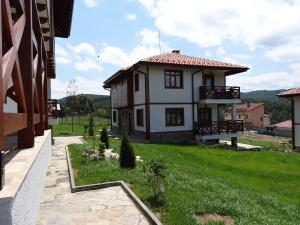 Photo of Guest House Ivanini Houses