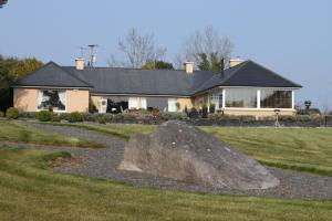 Photo of Lakeshore Lodge B&B