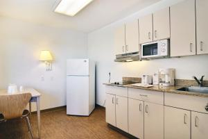 Standard Queen Room with Kitchenette