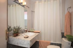 Four-Bedroom Apartment (8 Adults) - Calle Pintor Gimeno 2