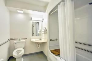 Standard King Room with Roll-In Shower - Disability Access