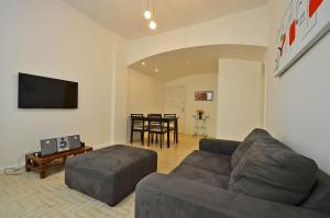 Beautiful 2 Bedroom Apartment D021