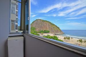 Leme beachfront apartment D061
