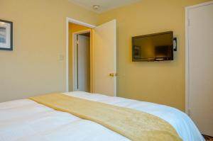 One Bedroom Suite with Two Beds