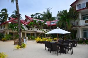 Photo of Willy's Beach Hotel
