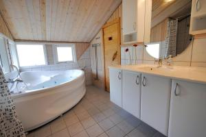 Holiday home Revlingestien F- 3706, Дома для отпуска  Torup Strand - big - 5