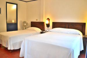 Double Room with 1 Double Bed and 1 Single Bed