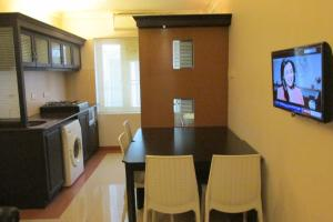 Royal Castle Service Apartment, Апартаменты  Nedumbassery - big - 33