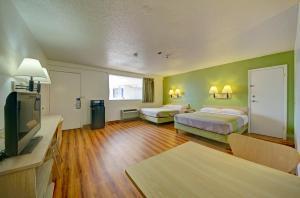 Deluxe Queen Room with Two Queen Beds and Roll-in Shower - Disability Access