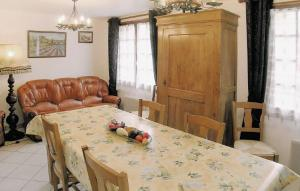 Holiday home Pommeuse M-761