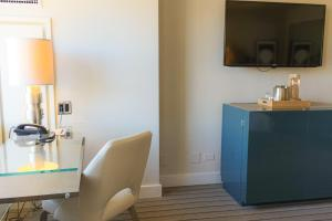Superior King Room - Handicap Accessible