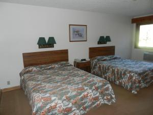 Queen Room with two Queen Beds- Lake View