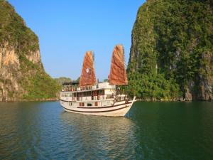 Photo of Garden Bay Luxury Cruise