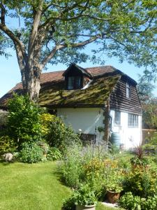 Strawberry Cottage B&B in Hedge End, Hampshire, England