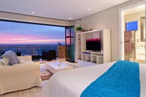 Deluxe King Suite with Sea View