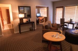 Deluxe King Suite with River View