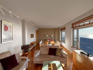 Club Executive Suite with Access to Executive Lounge