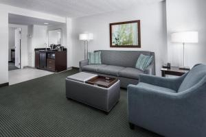 Queen Suite with Two Queen Beds Poolside - Hearing Accessible