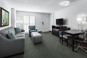 King Suite - Disability/Hearing Access with Pool View