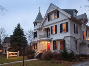 Photo of Lang House On Main Street Bed & Breakfast