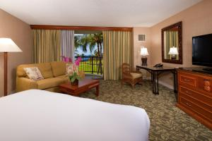 Deluxe King Room with Ocean View and Lanai
