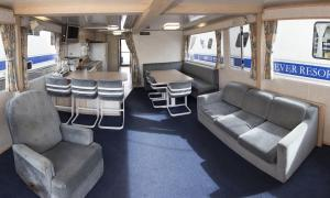Four-Bedroom Houseboat - 59ft