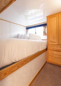 Deluxe Four-Bedroom Houseboat - 60ft