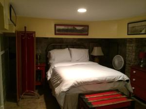 Stonewall Studio with Two Full Size Beds and Kitchenette