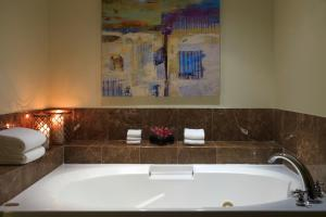 Luxury One-Bedroom King Suite with Concierge Lounge Access