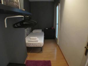 Standard Three-Bedroom Apartment - Calle Casanovas 78