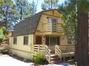 Photo of Cute Cozy Comfort By Big Bear Cool Cabins